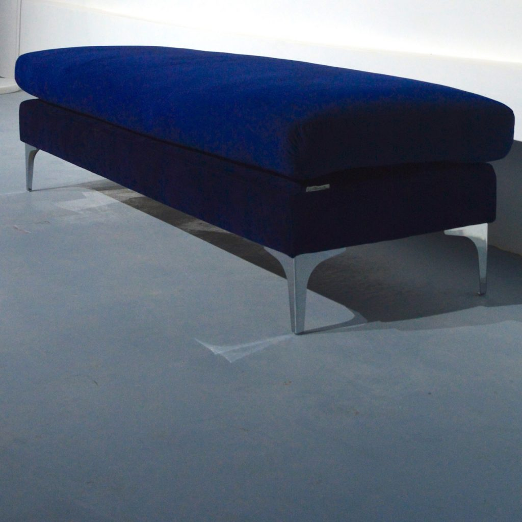 BED BENCH WITH CHROME FEET